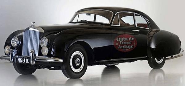 Como é Associação Clube do Carro Antigo
