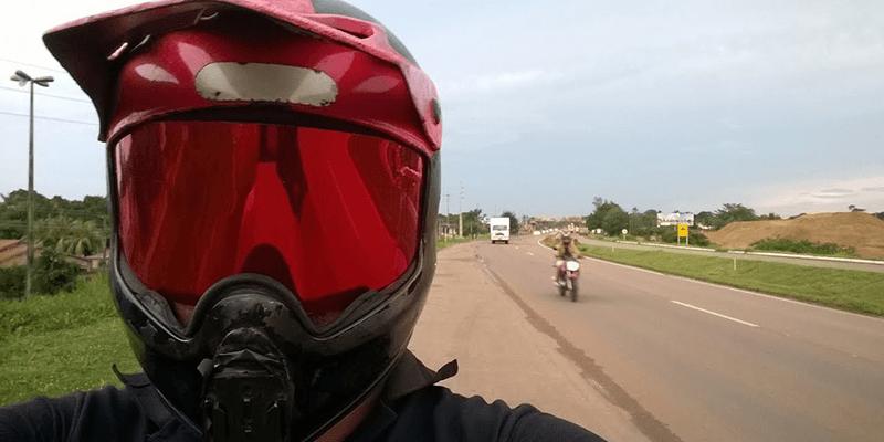 Porque se deve utilizar o capacete com a viseira abaixada