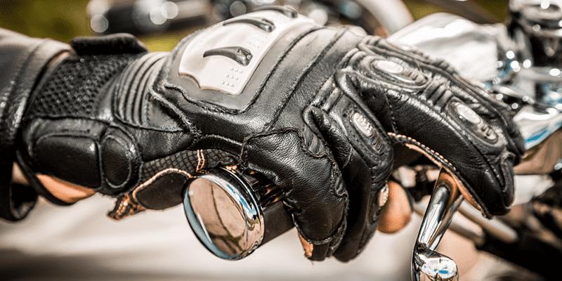 Conheça como são as luvas para cada estilo de moto