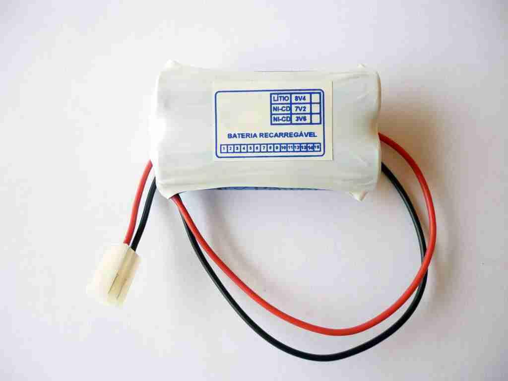 alinhador a laser bateria 8v4 lítio pequena