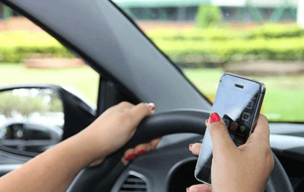 Por que celular e direção não combinam?