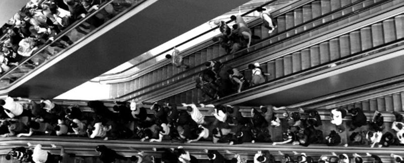 Como são os elevadores e escadas rolantes que produzem energia?
