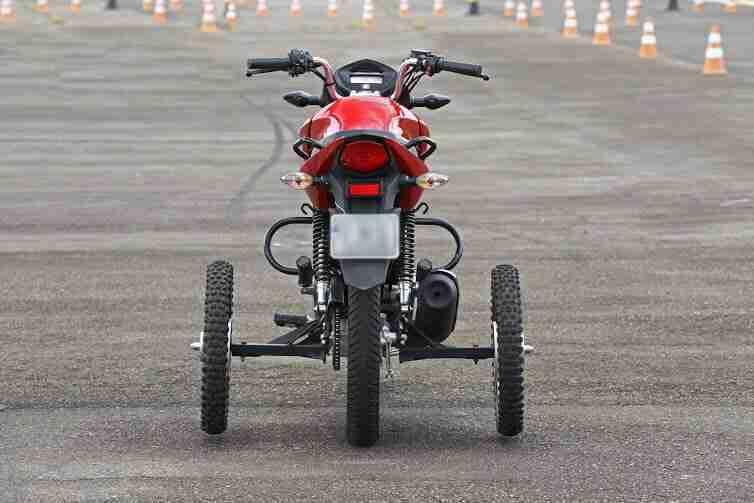 Medo de pilotar moto.