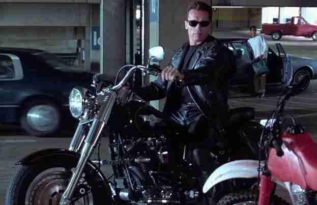 """3. Harley-Davidson """"Fat Boy""""- O Exterminador do Futuro 2- ( Terminator 2: Judgment Day) – 1991"""