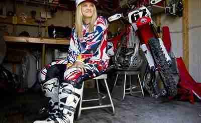 competidora de Motocross feminino