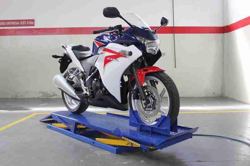Elevador de Moto Pneumática para 250 kg