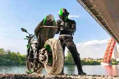 motivo para usar os traje de segurança correto para andar de moto