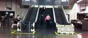 escada rolante em manutenção